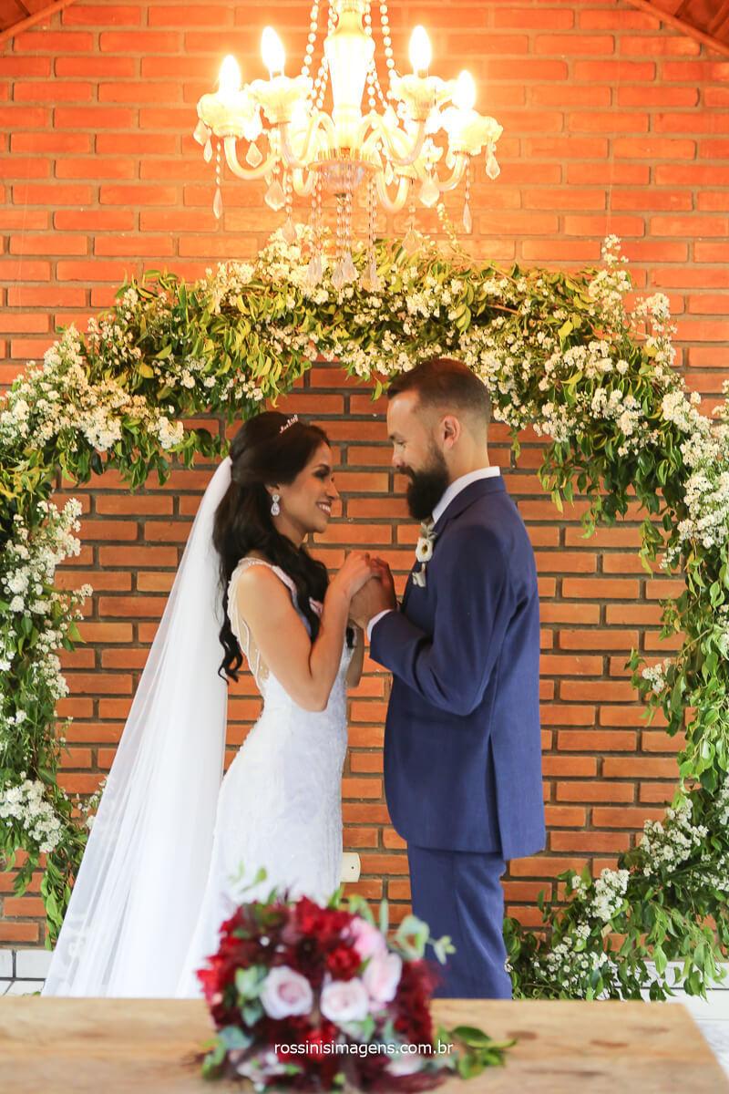 fotografia de casamento ensaio de casal, fotografo de casamento de dia ao ar livre em suzano, poa, mogi das cruzes, itaqua, são paulo, brasil, @RossinisImagens