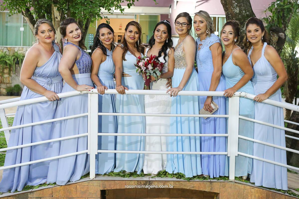 fotografia de casamento madrinhas no casamento de dia ao ar livre com vestido azul claro lindas, @RossinisImagens