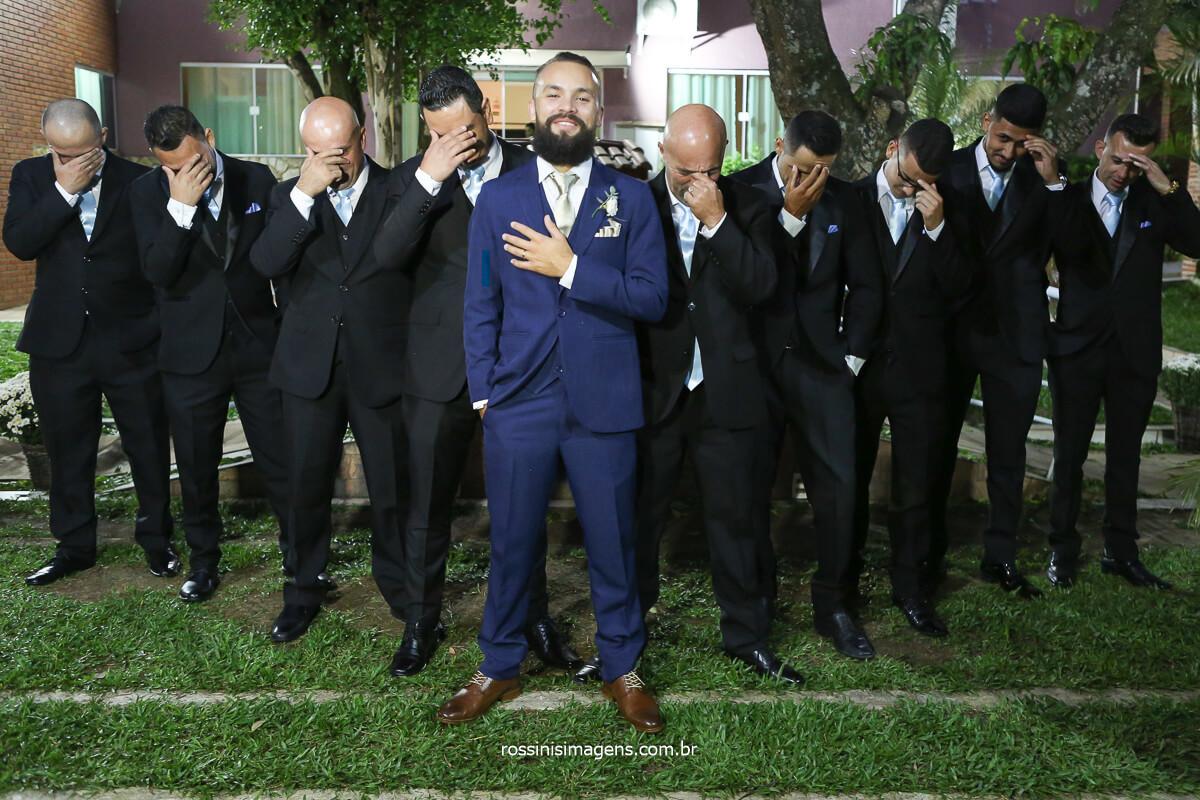 fotografia de casamento padrinhos com o noivo fotografia coletiva, casamento de dia ao ar livre beleza do noivo com os padrinhos, @RossinisImagens