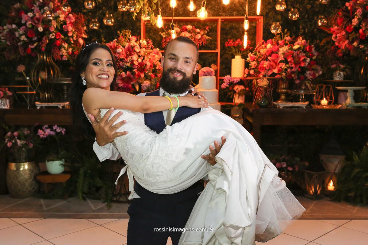 fotografia de casamento, noivo com a noiva no colo, fotografo de casamento noturno, @RossinisImagens