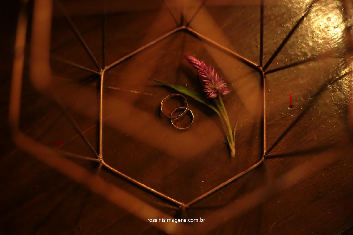 fotografia da aliança dos noivos Elaine e Rafael, salão de festas lotus, @RossinisImagens