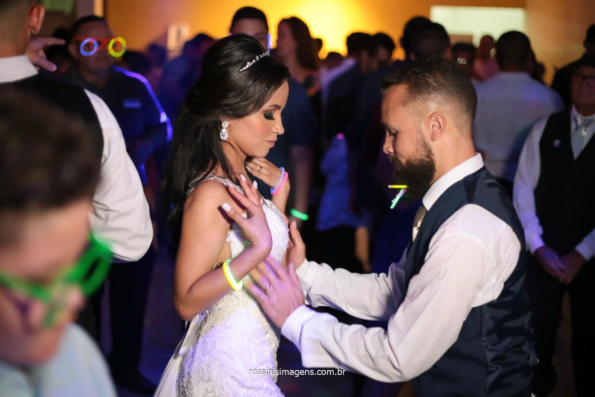 noivos dançando na balada, fotografia de casamento, @RossinisImagens
