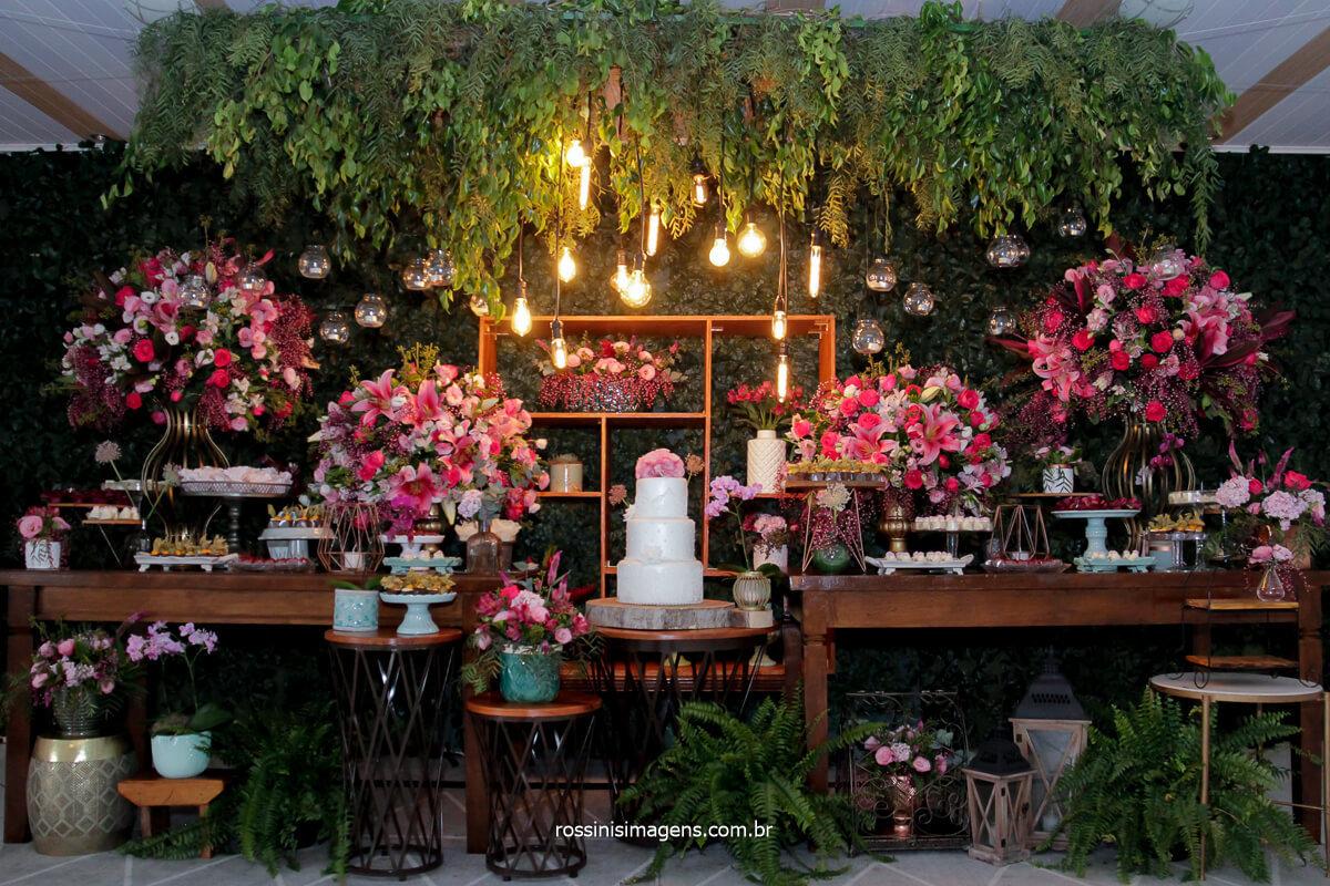 fotografia da mesa do bolo, decoração de casamento, flor de Lotus decor, decoração Flor de Lotus, fotografia por rossinis imagens @RossinisImagens, fotografo de casamento de dia ao ar livre