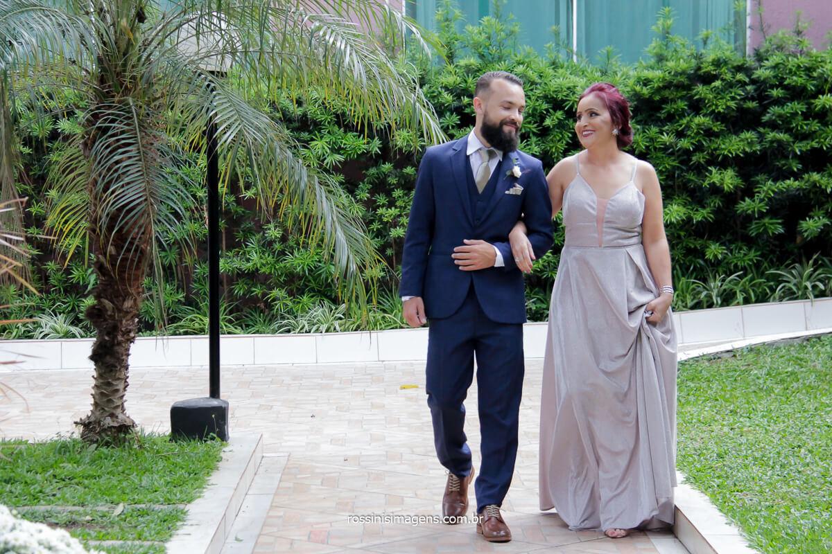 fotografo de casamento rossinis imagens entrada do noivo com sua mãe no salão lotus em Itaquá, @RossinisImagens