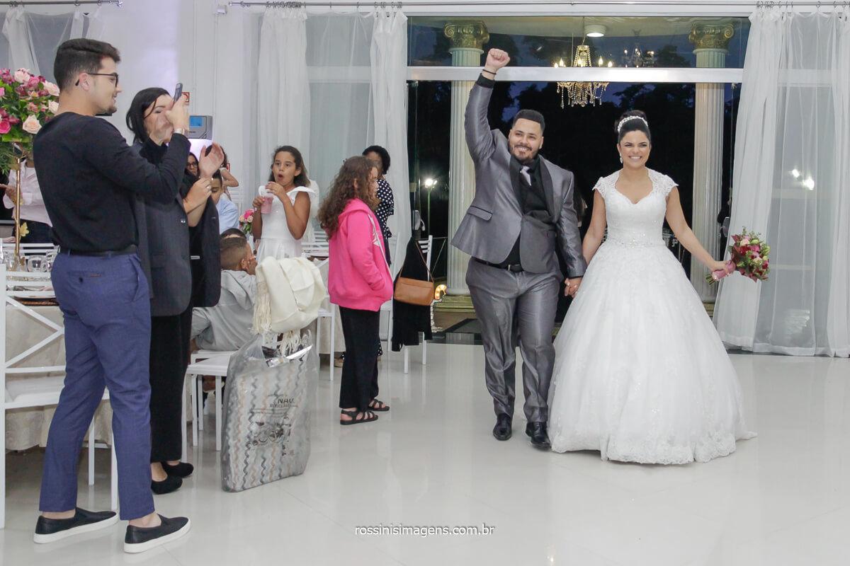 entrada dos noivos na recepção do salão