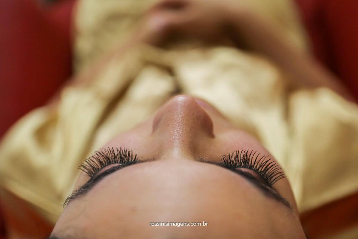 make up da noiva, maquiagem, cílios fotografia dos olhos da noiva com a make