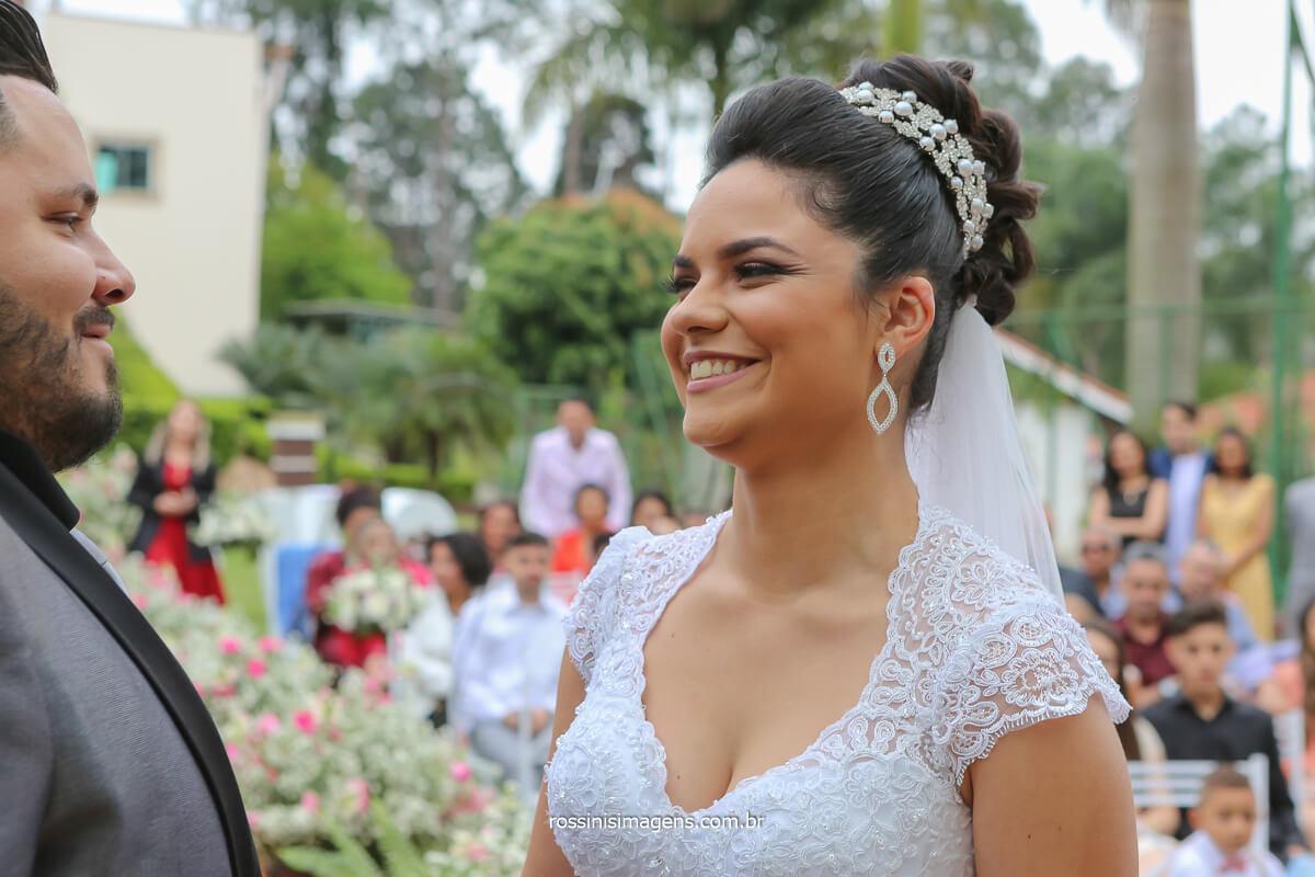 primeiro olhar dos noivos no altar, casamento em poa fotografia rossinis imagens