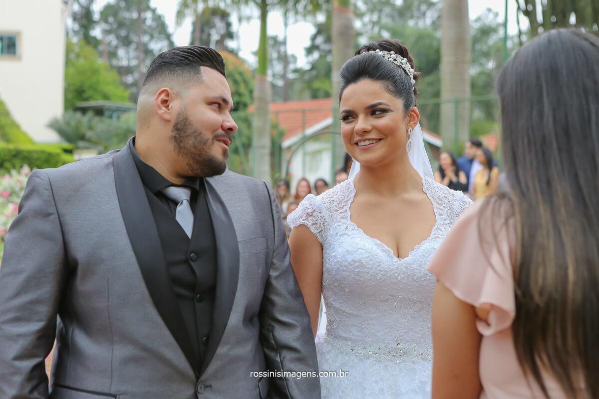 fotografia noiva olhando o  noivo, noivo olhando a noiva  cerimonia de casamento