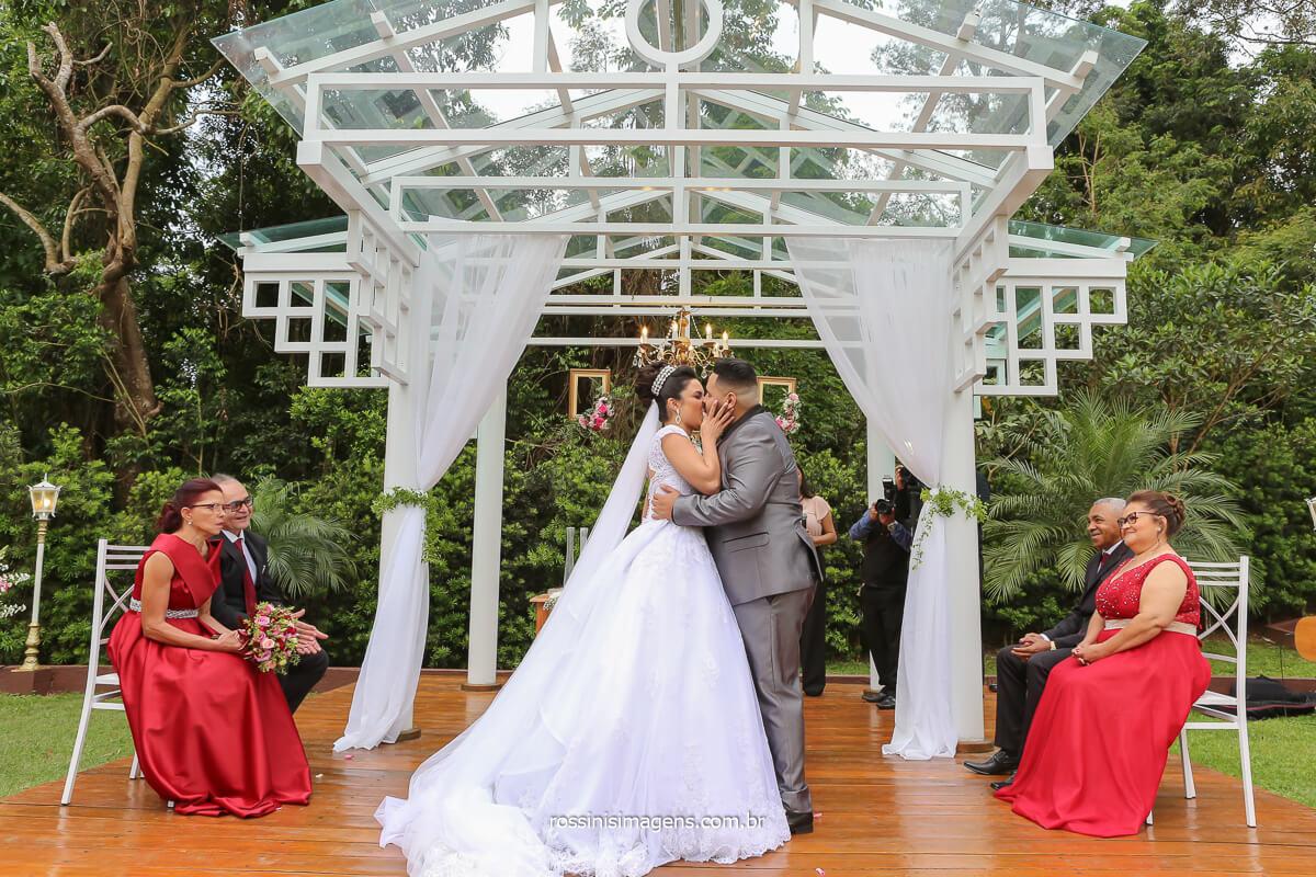 Primeiro beijo de casados de Erica e Rodrigo, Casamento na Chácara Torres por Rossinis Imagens