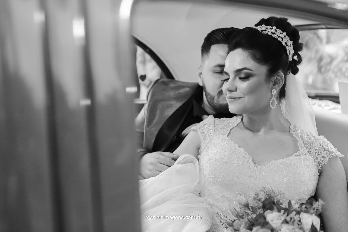 fotografia pb de casamento de dia ao ar livre