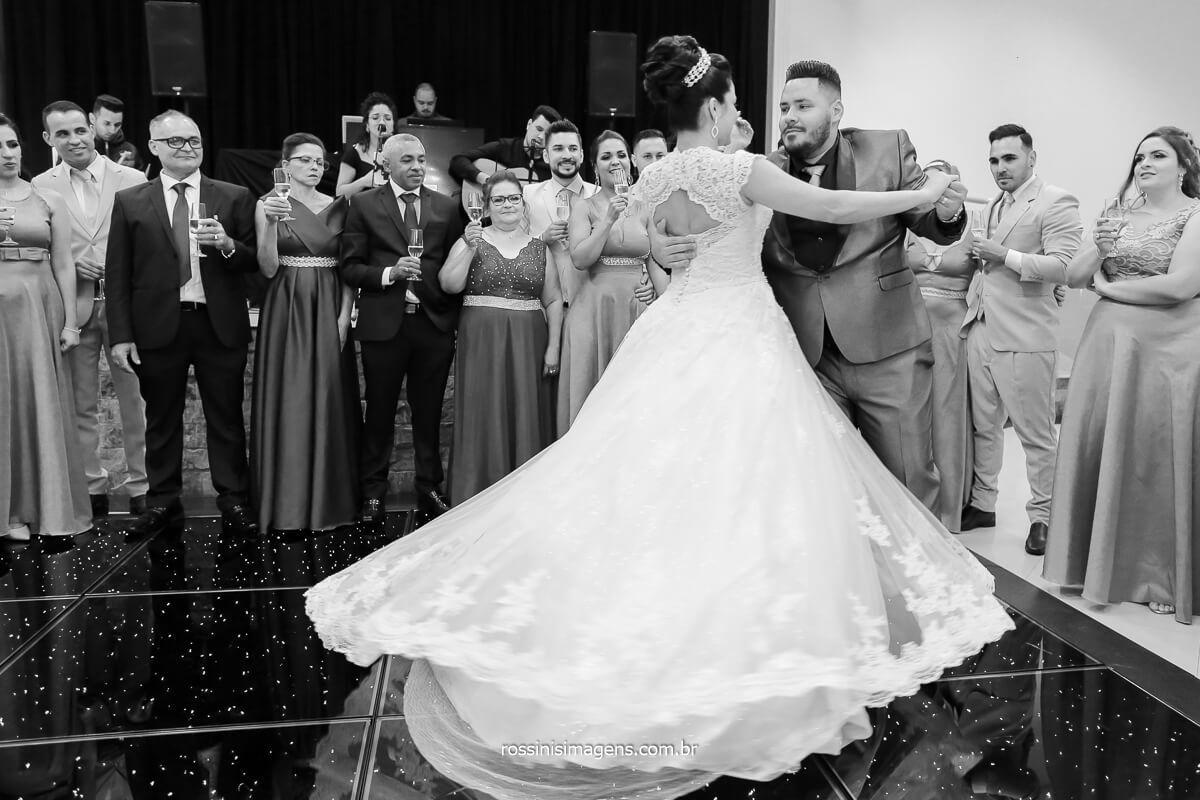 primeira dança dos noivos noivo professor de dança, valsa dos noivos,fotografia da primeira dança