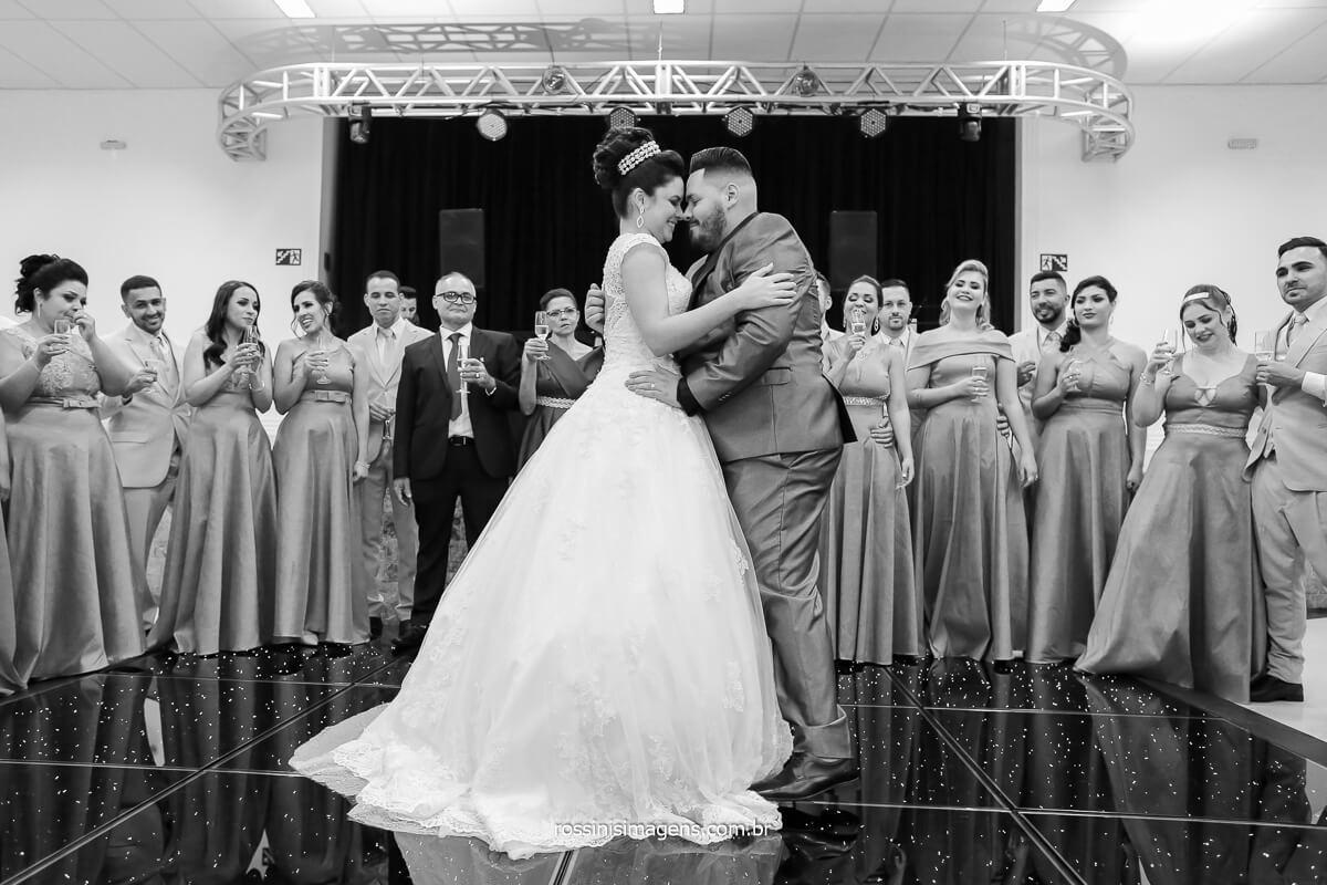 fotografia preto e branco primeira dança, dança do casal como fazer fotografia da primeira dança