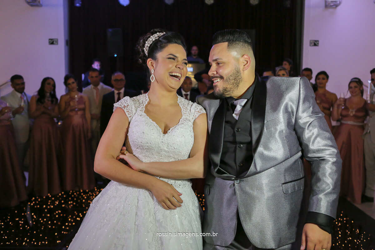 primeira dança dos noivos, dança do casal, primeira valsa, momentos certo de fotografar a dança dos noivos