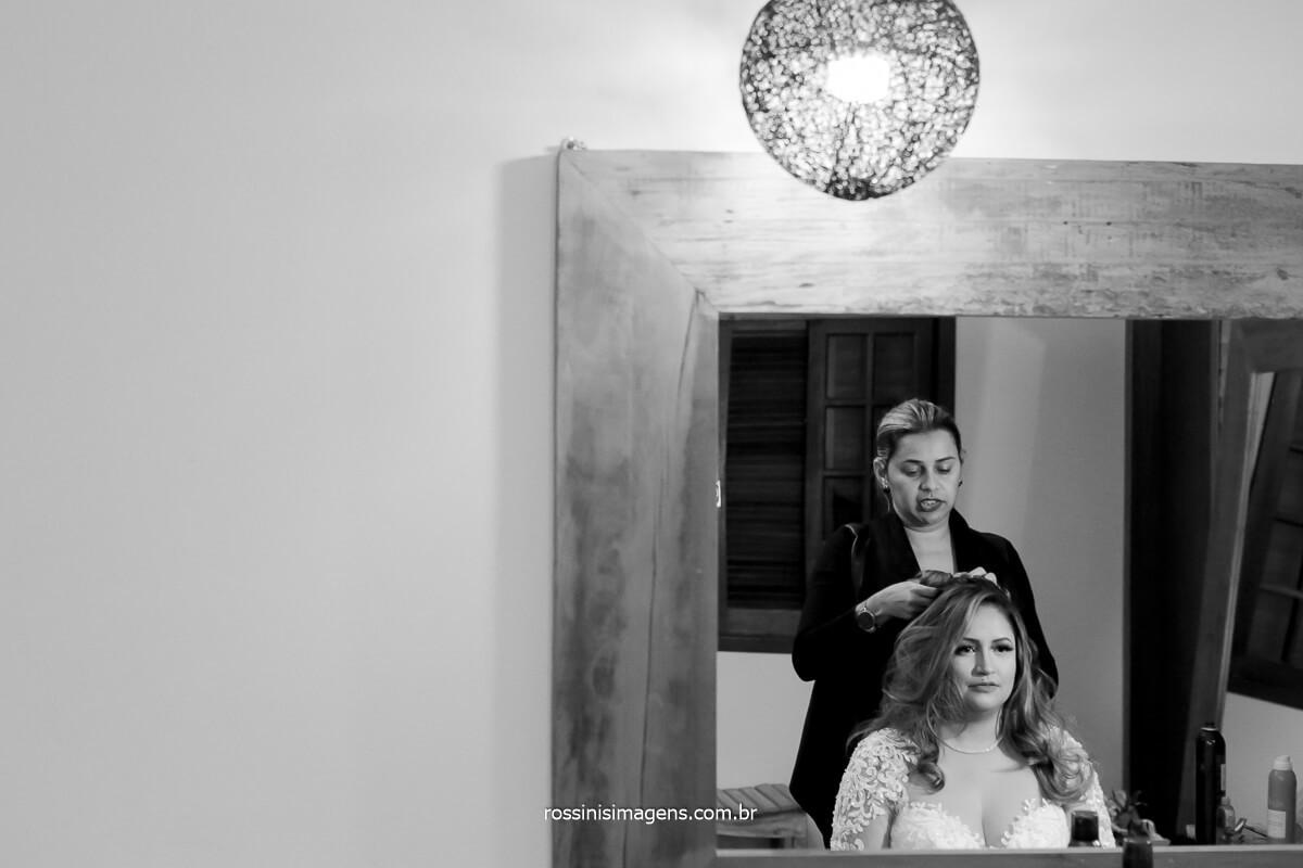 Gabriela martins fazendo o penteado da noiva amanda no Espaço Vista Verde em Ribeirão, @RossinisImagens