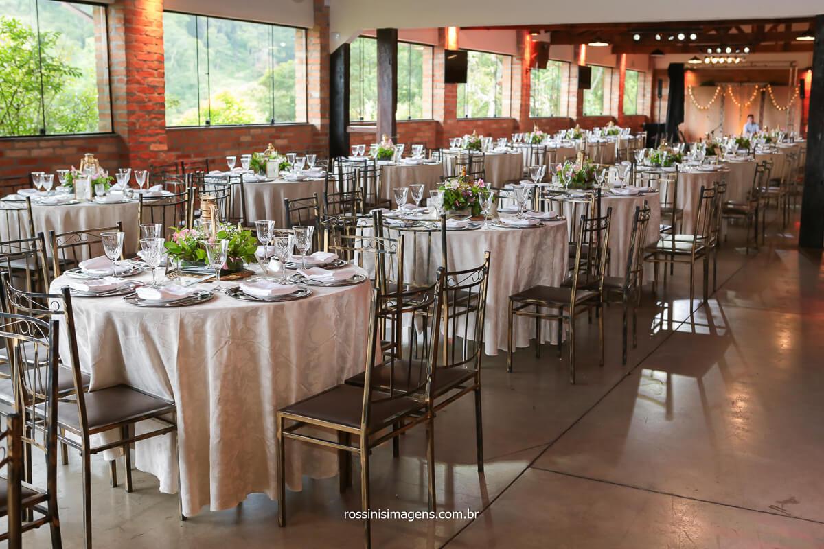 fotografia do espaço da recepção onde recebera os convidados apos a cerimonia no espaço vista verde, @RossinisImagens