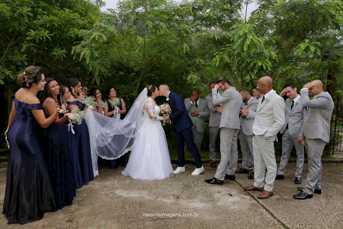 fotografia coletiva dos padrinhos e madrinhas com os noivos, momento muito animado e descontraído muitas risadas, @RossinisImagens