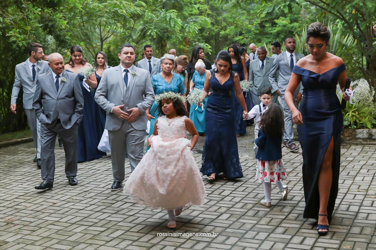 fotografia dos padrinhos, madrinhas, damas e crianças do cerimonial apos a breve reunião com a assessora Tamy Ribeiro Assessoria de Eventos, @RossinisImagens