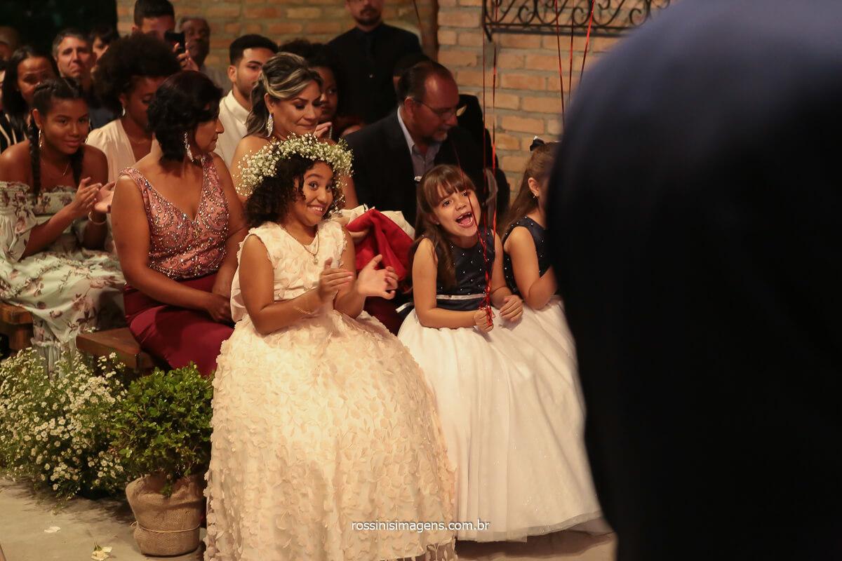 felicidade das crianças do cerimonial rindo durante a cerimonia, @RossinisImagens
