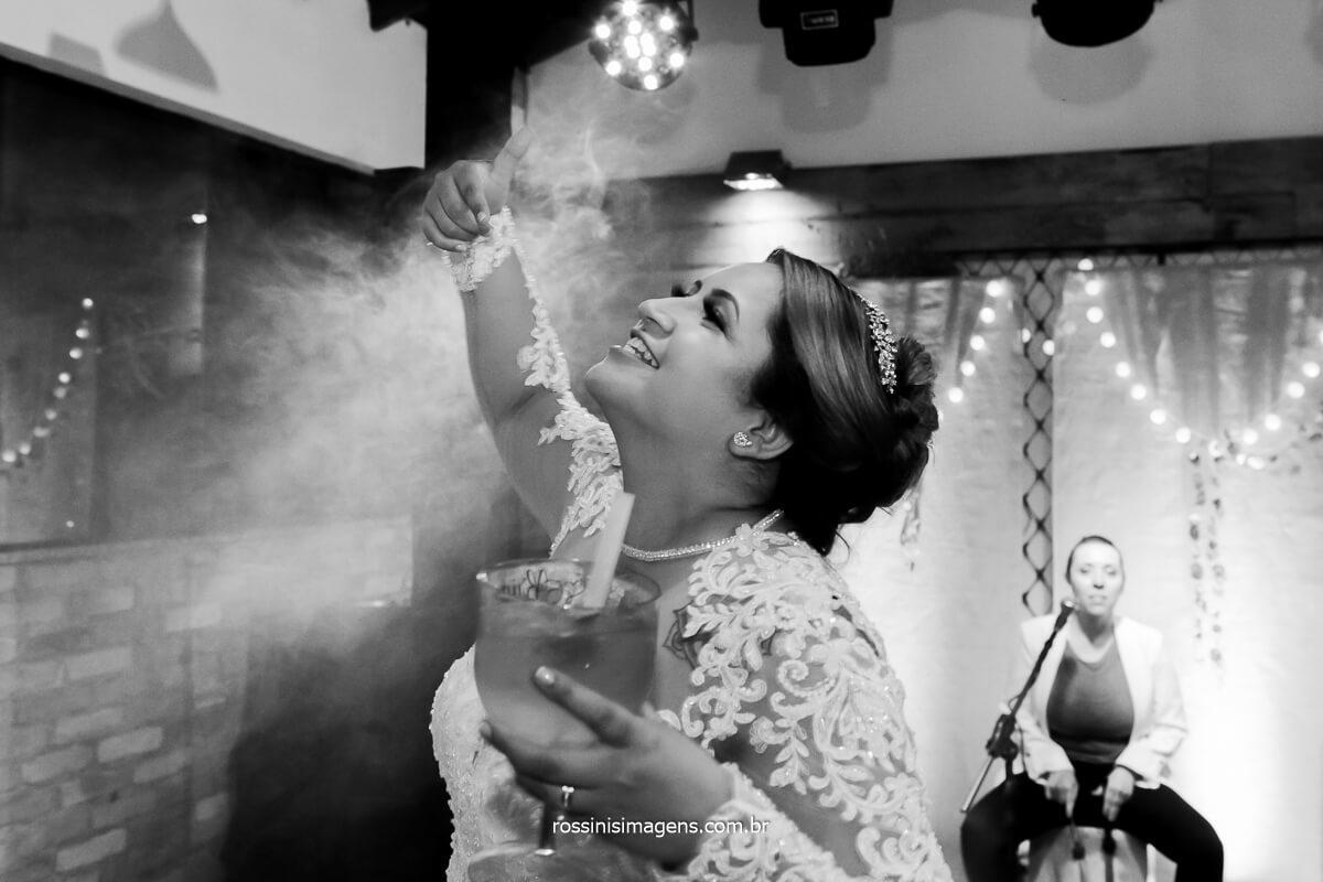 noiva dançando na balada curtindo a festa de casamento, @RossinisImagens