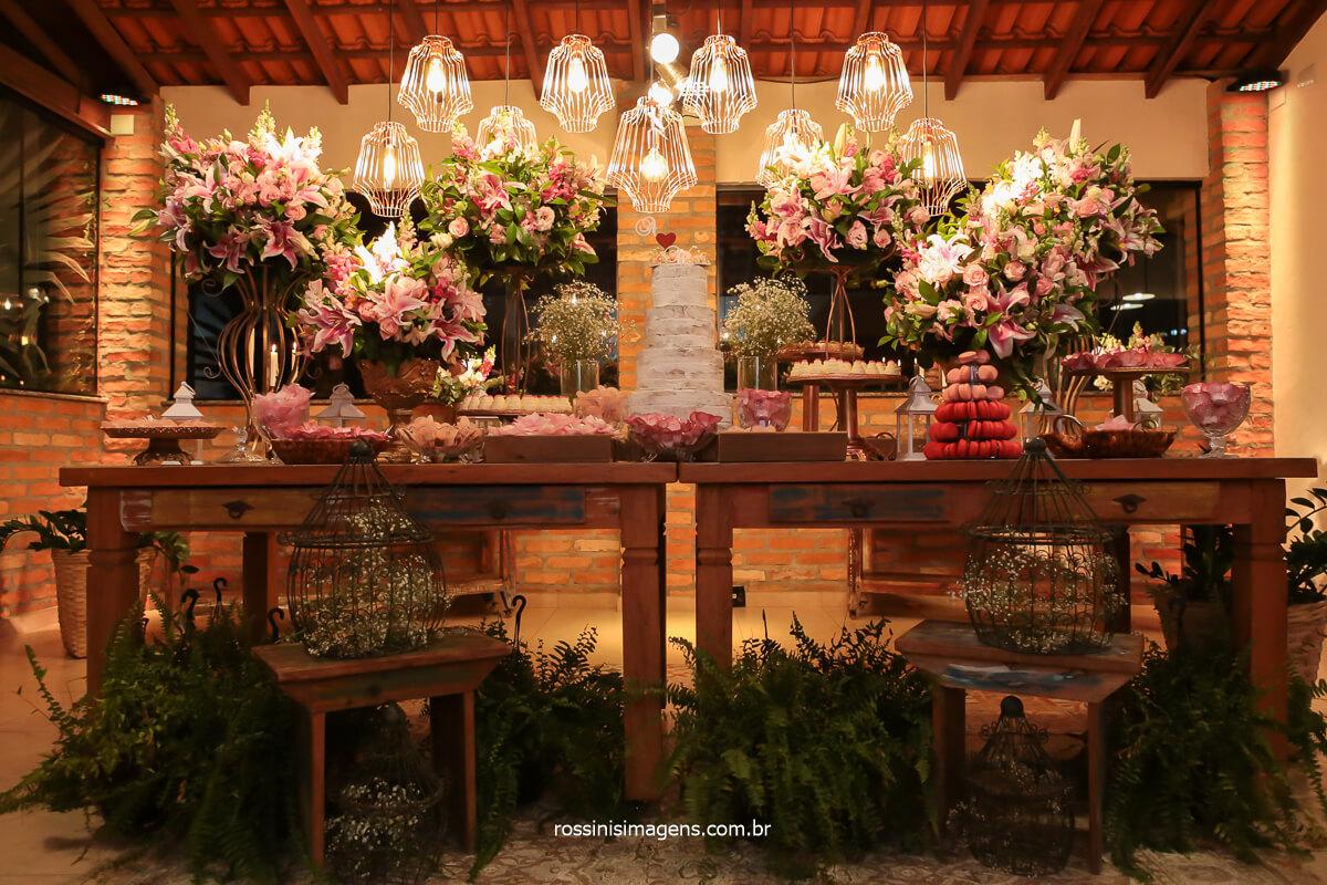 fotografia da decoração da mesa do bolo, decoração no espaço vista verde, @RossinisImagens