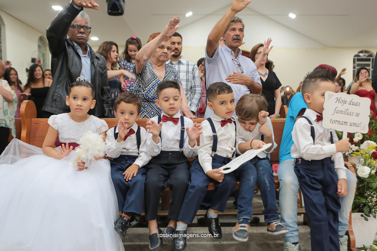 fotografia de casamento, momento de oração, crianças orando pelo casal, @RossinisImagens