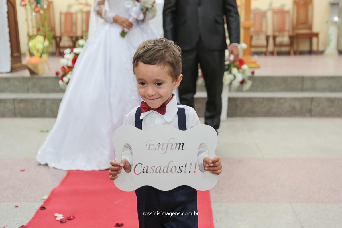 Saída da plaquinha de enfim casados!!!, crianças que fazem parte do cerimonial, fotografia de casamento com as crianças, @RossinisImagens