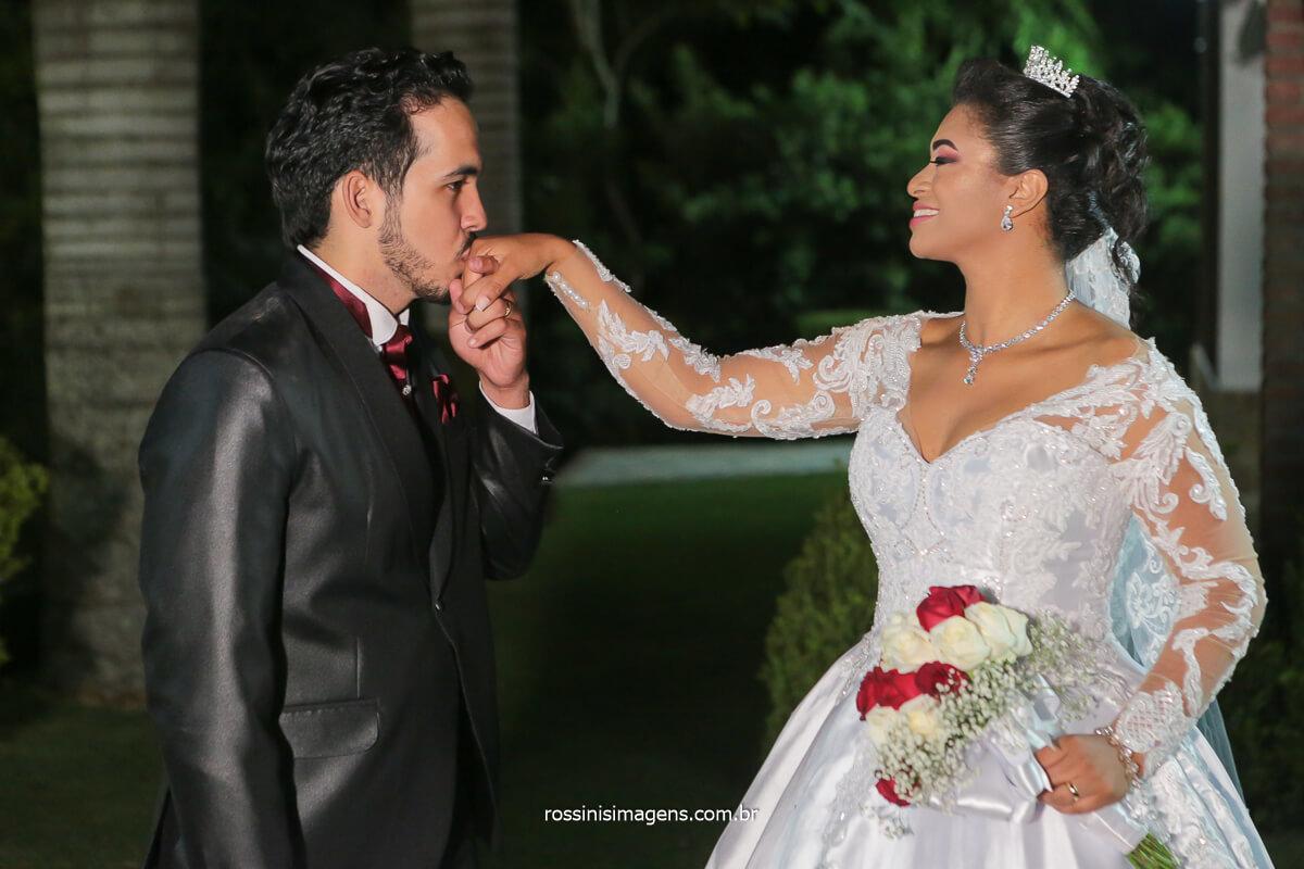 fotografia de casamento noivos na sessão de fotos na chácara torres em poá, @RossinisImagens