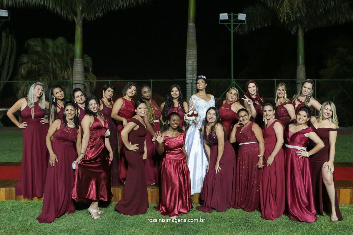 fotografia de casamento na chácara Torres em poá com as madrinhas e a noiva, @RossinisImagens