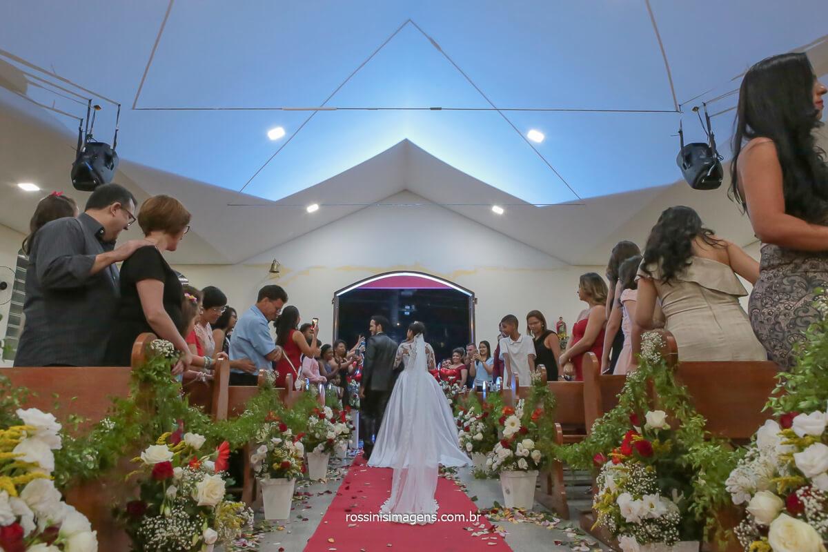 fotografia de casamento saída dos noivos de costa, @RossinisImagens