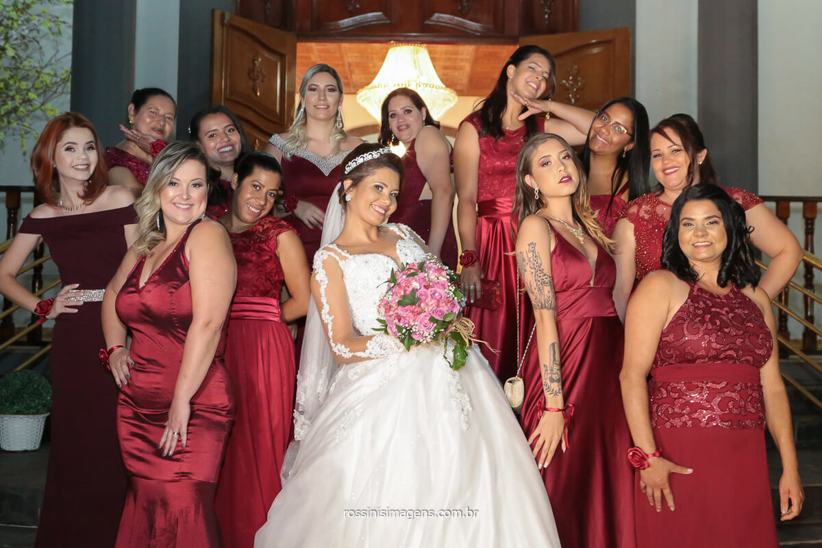foto coletiva de casamento noiva com as madrinhas, @RossinisImagens