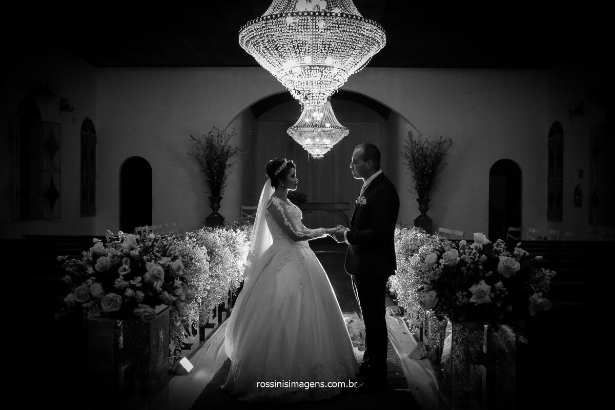 poa fotografo de casamento noivos na capella segurando a mão, @RossinisImagens la capella eventos fotografia rossinis imagens autoridade no assunto de fotografia de casamento na região, @RossinisImagens