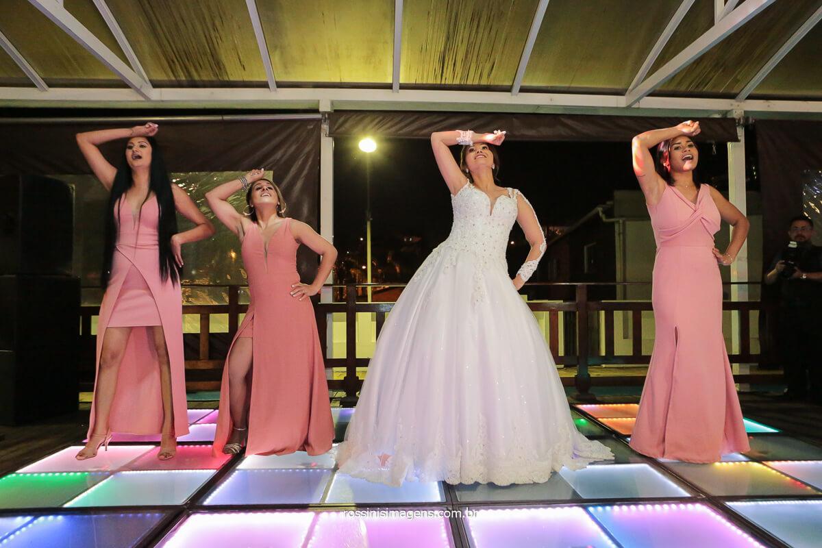 apresentação de coreografia da noiva e as amigas da noiva para o novo, na pista de dança, @RossinisImagens