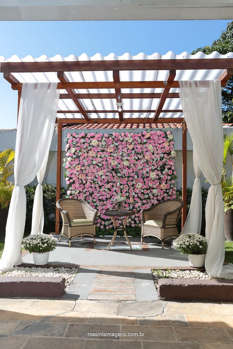 fotografia de casamento lounge parede de flores para a recepção dos convidados, @RossinisImagens