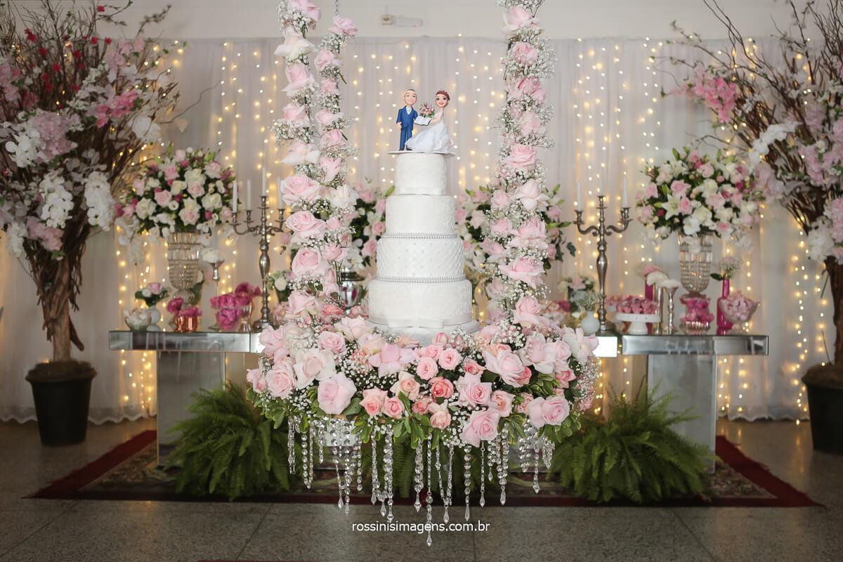 fotografia da mesa do bolo inspiradora, bolo suspenso, mesa de bolo no la capella, @RossinisImagens