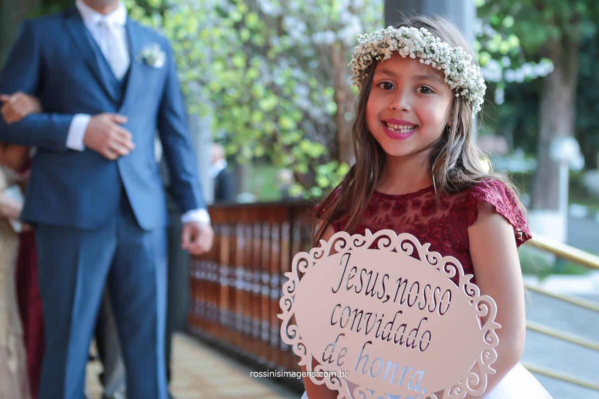 fotografo de casamento em poá crianças com plaquinhas na cerimonia, @RossinisImagens
