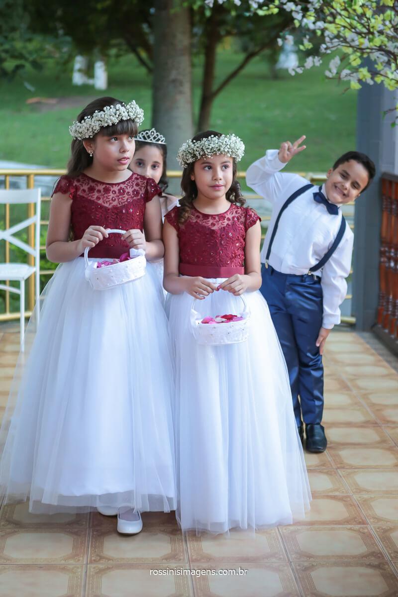 fotografo de casamento crianças que farão parte do cerimonial de casamento com as floristas e pajem, @RossinisImagens