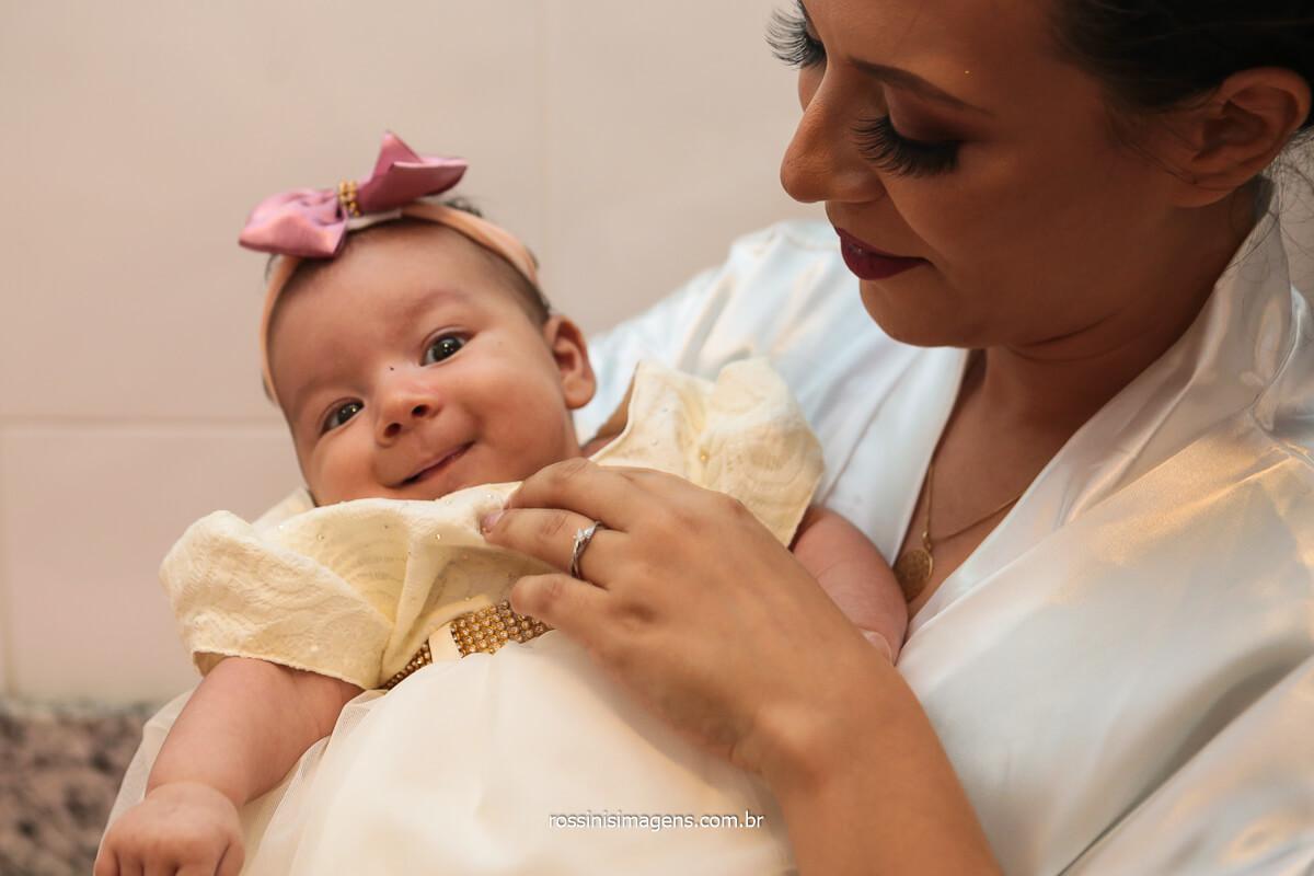 Noiva Amanda Mahasin com Sua Filha no Colo