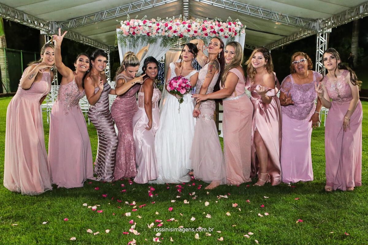 Noiva com as Madrinhas e Fotografia Coletiva