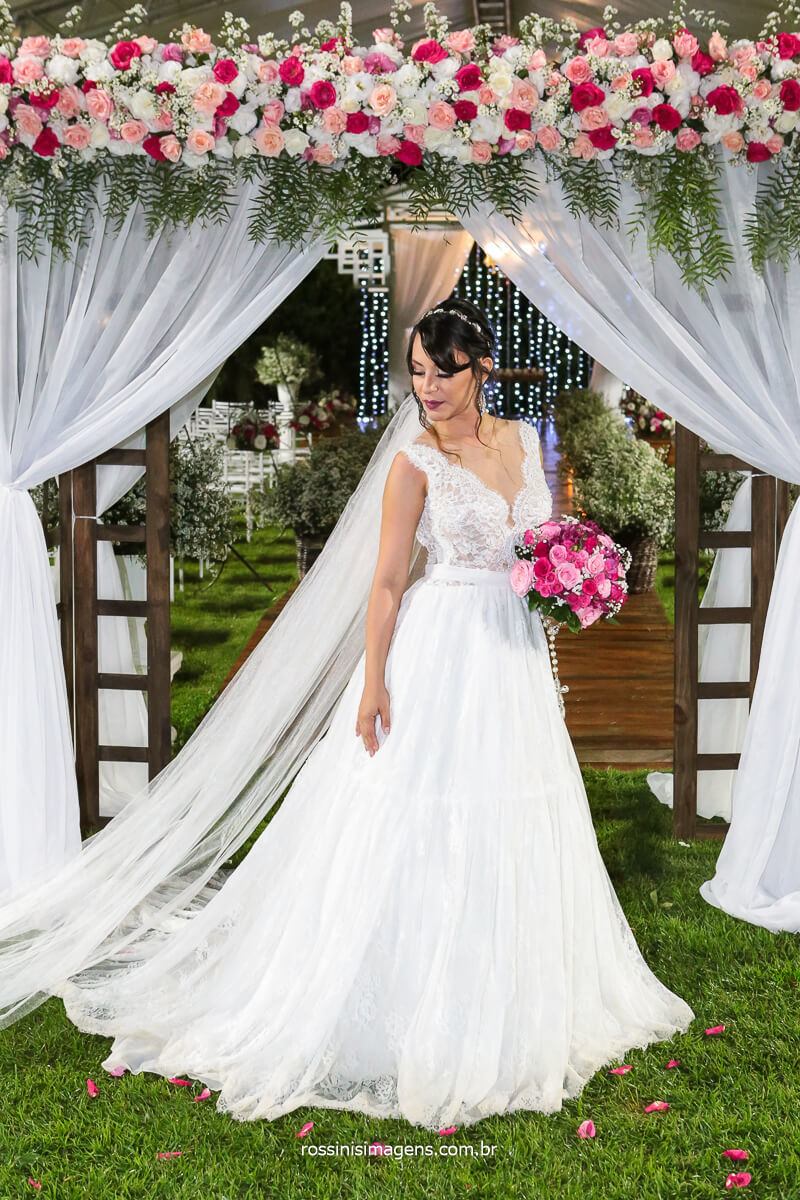 Amanda Mahasin Vestida de Noiva Arrasando trocando o Figurino  de Dança do Ventre por Vestido de Noiva