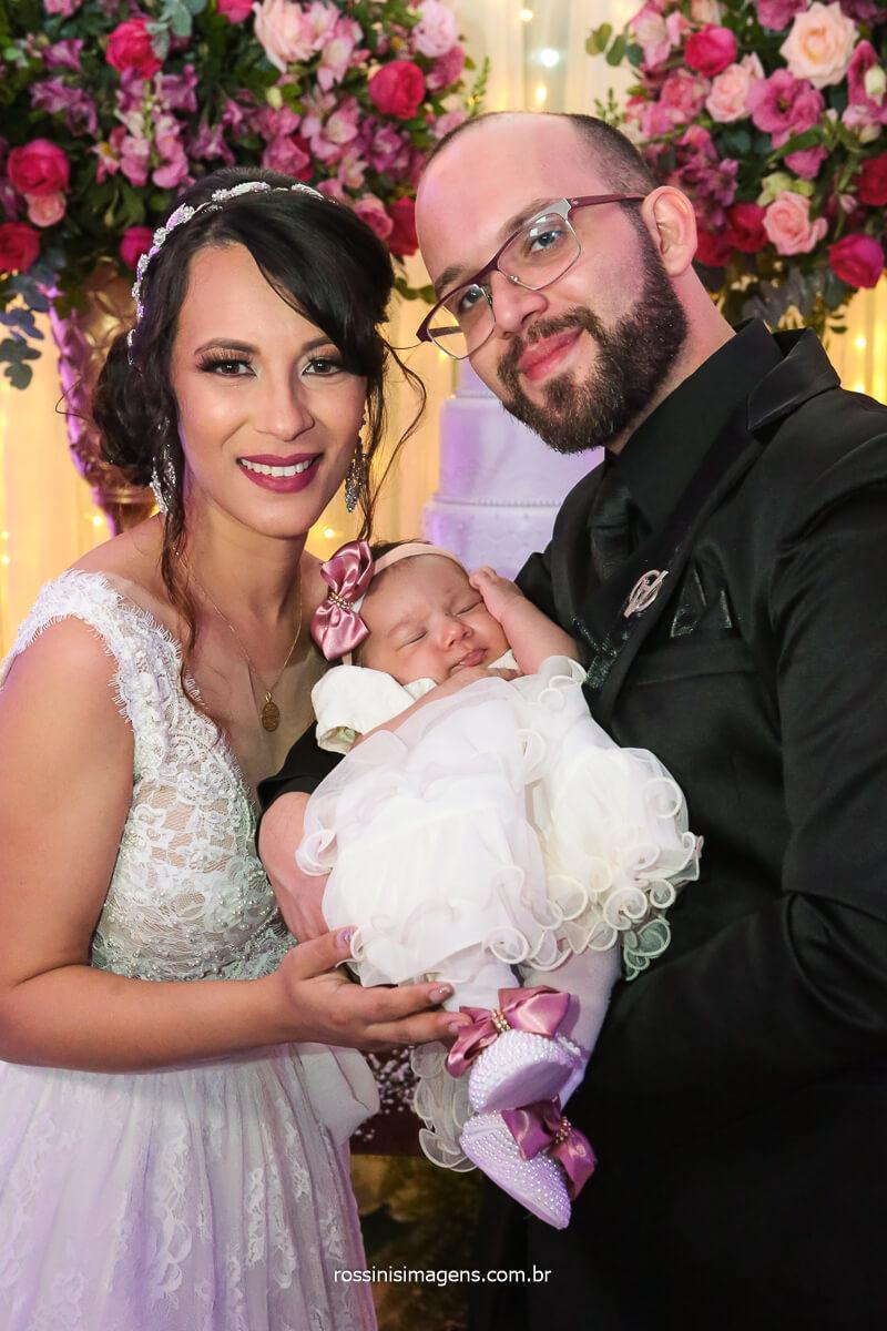 Fotografo Noivos na Mesa Do Bolo com Bebe Filha Do Casal