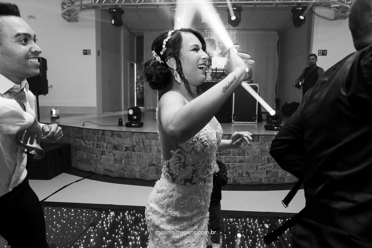 Noiva amanda Mahasin Comemorando Dançando Muito