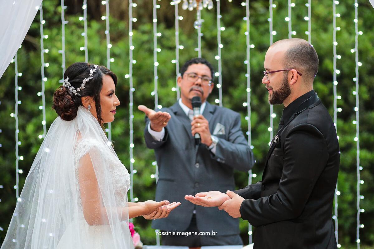 Momento de Oração do Casal com as alianças para com Deus