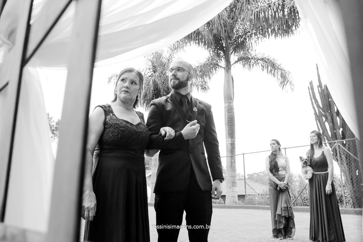 Entrada do noivo No Caminho do altar