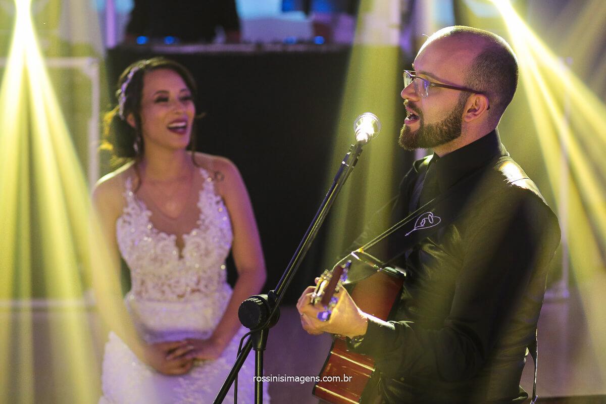 Noivo Cantando Musica Para noiva