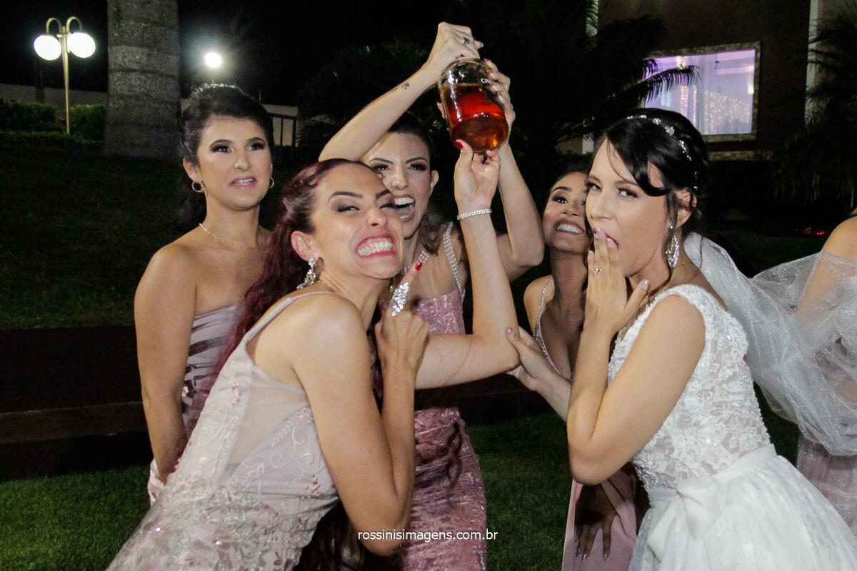 Madrinhas Pegando Whisky Do Noivo