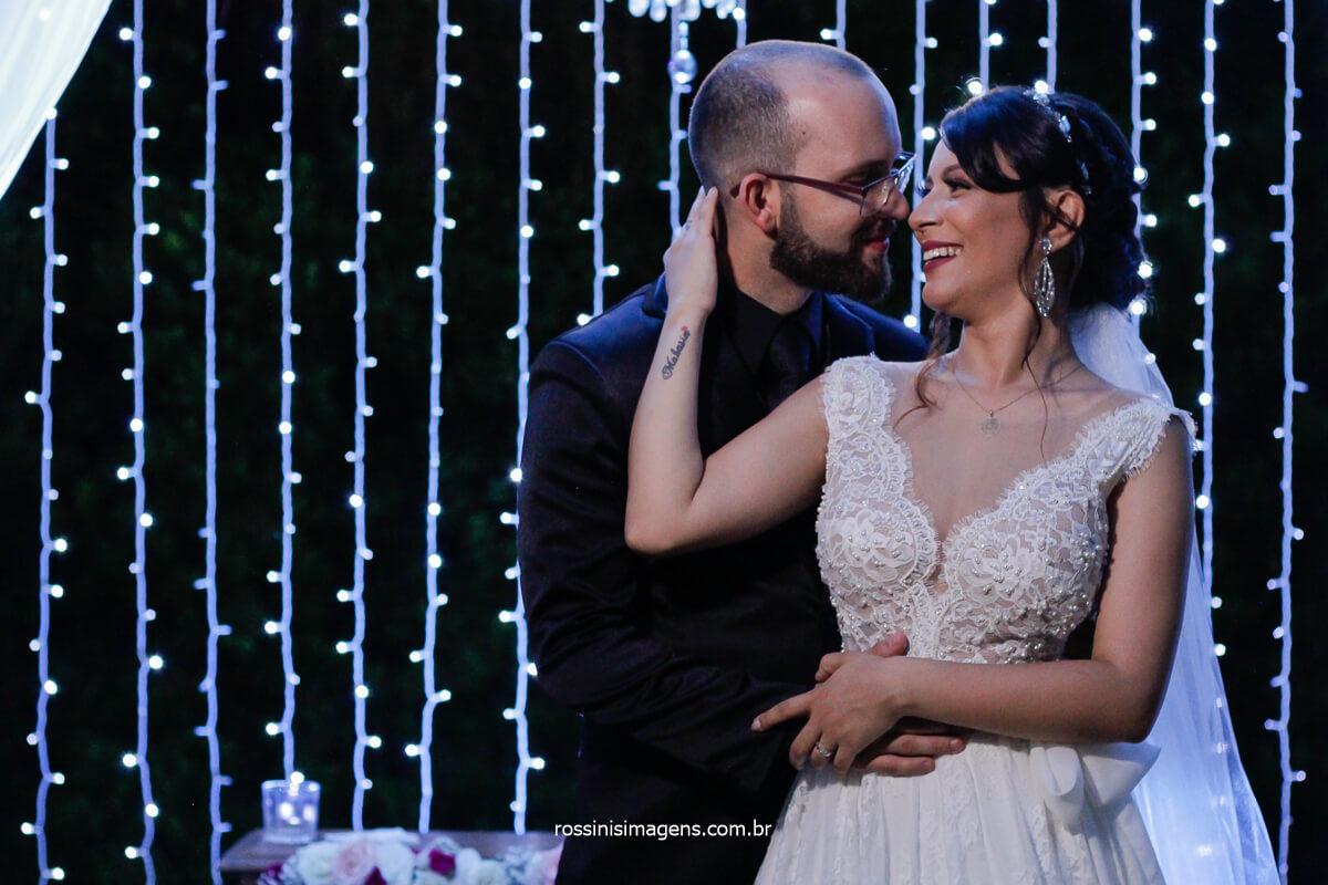 Sessão de Fotos dos Noivos Fotografo Em Poá - SP Rossinis Imagens Fotografia de Casamento e Estúdio Fotográfico Casal amanda Mahasin e Felipe
