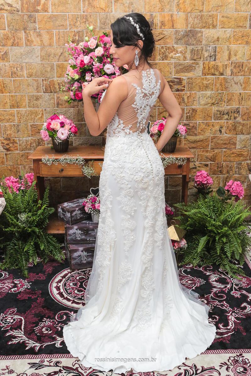 Noiva Troca de Vestido e Mostra os Detalhes do Novo Vestido
