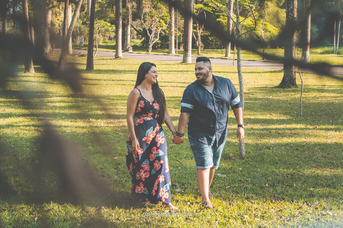 fotografia de ensaio de casal no Jardim em São Paulo
