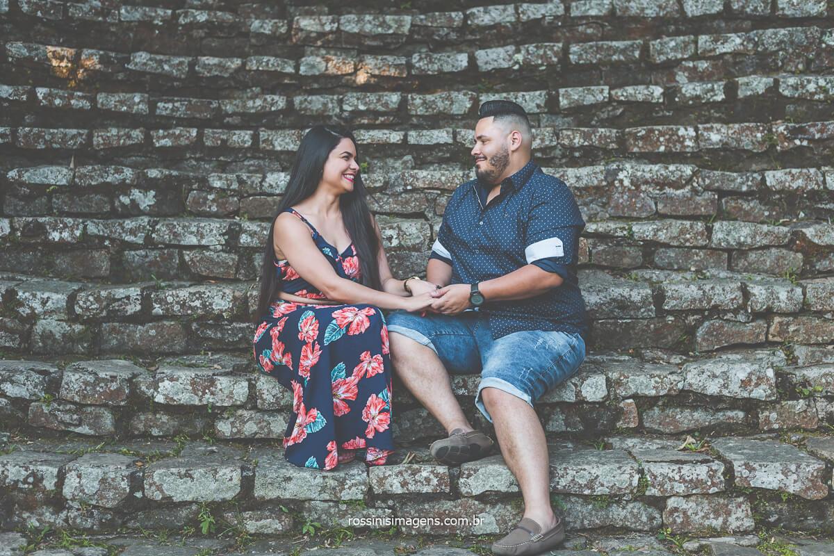Ensaio Fotográfico no Jardim Botânico de São Paulo-SP, fotografia do casal na escadaria