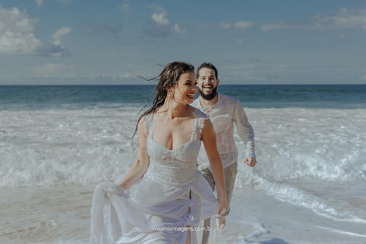 Ensaio na Praia com Casal Apaixonado pelo diferente, Ensaio de Casal RJ, SP, RN, PR, Brasil, Rossinis Imagens